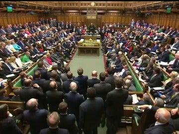 May piensa en un cambio de gobierno por los escándalos de búsquedas de pornografía en los despachos del Parlamento