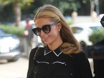 Paris Hilton y su espectacular anillo de compromiso