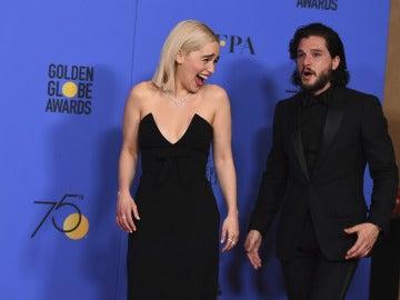 Emilia Clarke se parte de risa