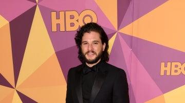 Kit Harington en la fiesta HBO