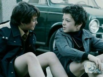 Así comienza la bonita historia de amistad de Miguel y Sastre, protagonistas de 'Apaches'