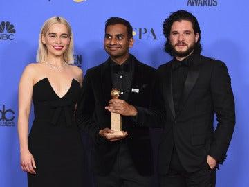 Aziz Ansari con los actores de 'Juego de Tronos'