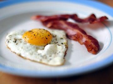 Huevos con bacon, ¿el desayuno ideal para perder pedo?