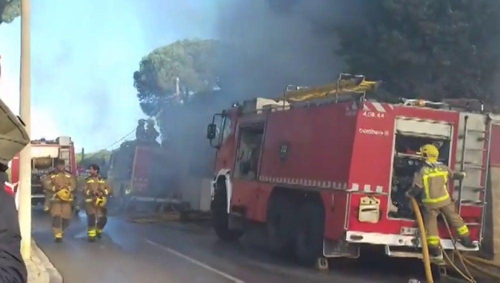 Ingresado un hombre por inhalación de humo tras incendiarse su casa en Sant Andreu de Llavaneres