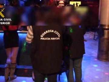 La Guardia Civil libera a dos jóvenes captadas mediante un engaño para ejercer la prostitución en un club en Toledo