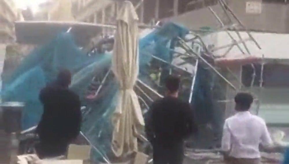 Se desploma un andamio de obra en el centro de Alicante sin causar víctimas