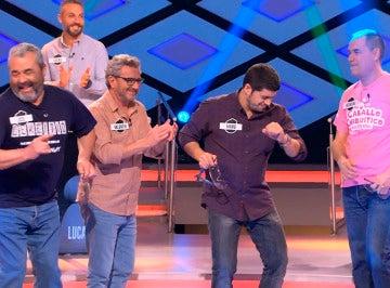 'Los Lobos' animan el programa con un baile muy flamenco