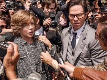 Michelle Williams y Mark Wahlberg en 'Todo el dinero del mundo'