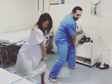 El ginecólogo brasileño que baila con sus pacientes