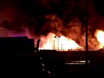 Explota un camión cisterna cargado de combustible en una carretera en Utah