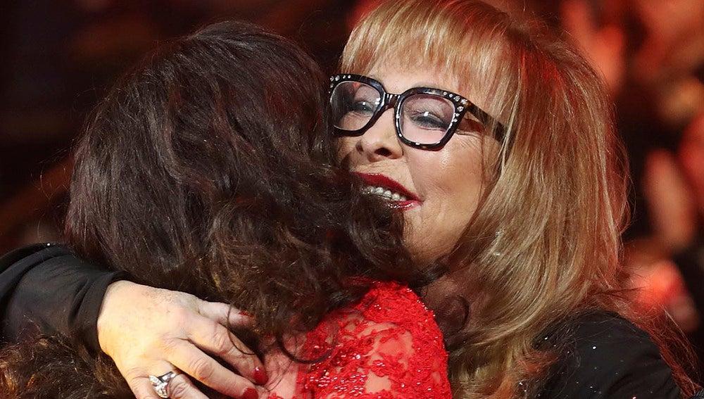 Massiel y La Terremoto de Alcorcón, entre lágrimas, se funden en un emotivo abrazo
