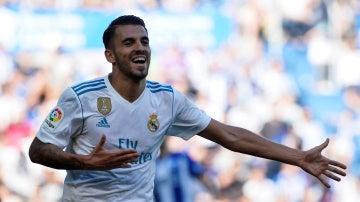 Ceballos celebra un gol con el Real Madrid