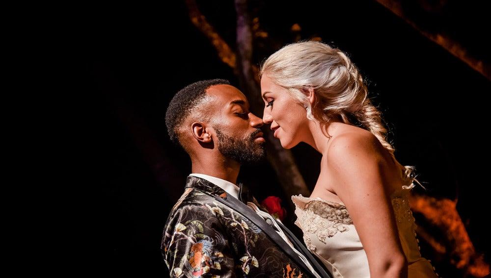 Adrián y Alessandra, deseo en la sesión de fotos de recién casados