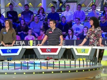 El titular loco que dejó a los concursantes de 'La ruleta de la suerte' sin palabras