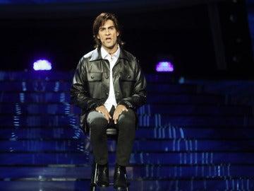 Un entregado Fran Dieli entona 'Aunque tú no lo sepas' como Enrique Urquijo