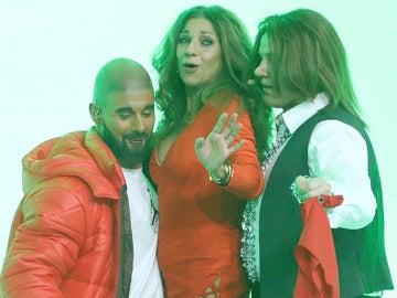 Un sensual Lolita se desmelena bailando junto a David Amor y Miquel Fernández