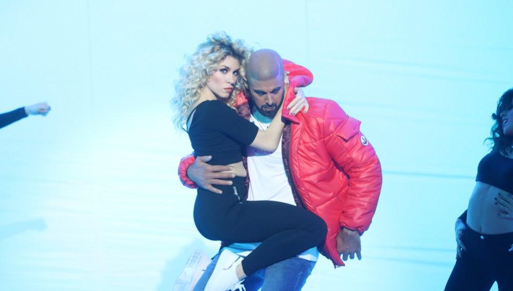 David Amor se mete en la piel del rapero Drake para hacernos bailar con 'Hotline bling'