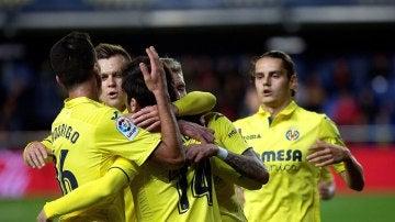 Los jugadores del Villarreal celebran uno de los goles ante el Levante