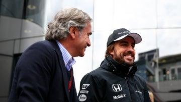 Carlos Sainz, con Fernando Alonso