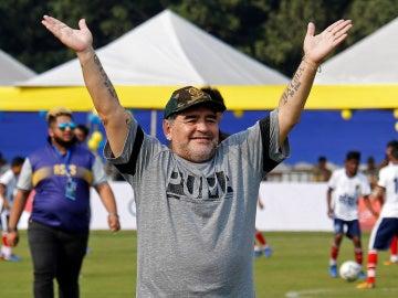 Maradona en un acto