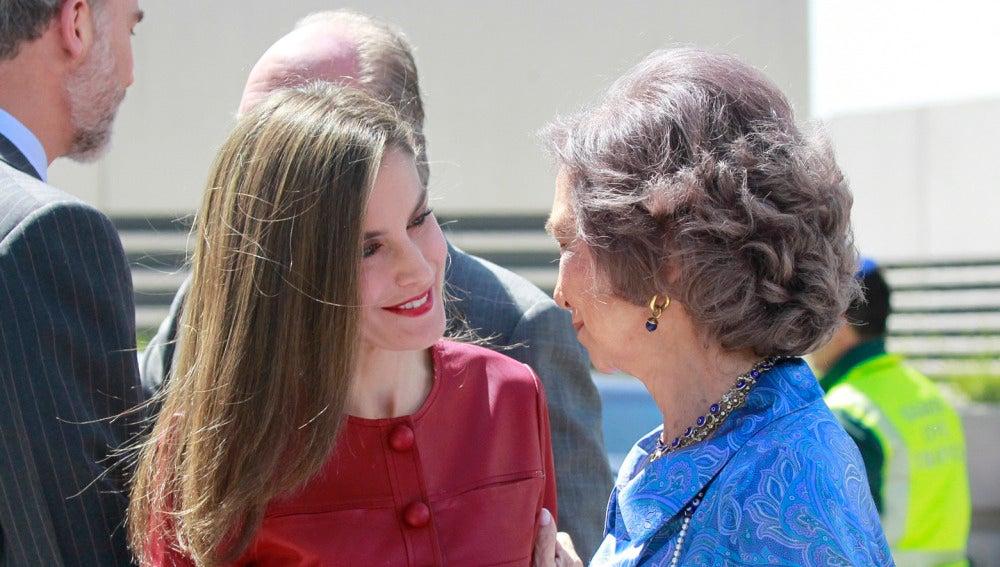 La reina Letizia junto a doña Sofía