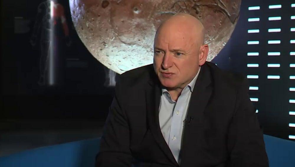 """El astronauta Scott Kelly recoge su experiencia espacial en el libro """"Resistencia"""""""