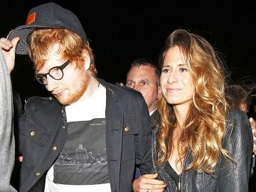 Ed Sheeran se ha prometido con su novia Cherry Seaborn