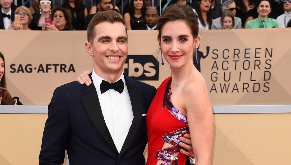 Alison Brie y su marido Dave Franco en los SAG Awards