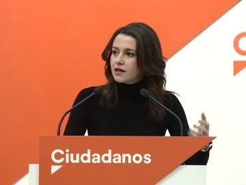 Arrimadas pedirá a la Mesa del Parlament que reconsidere la investidura de Puigdemont por estar huido