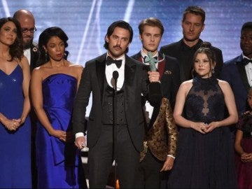 El reparto de 'This is us' con su premio SAG Awards