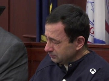Larry Nassar se derrumba entre lágrimas