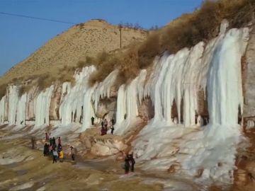 Cascadas de hielo atraen a turistas en China