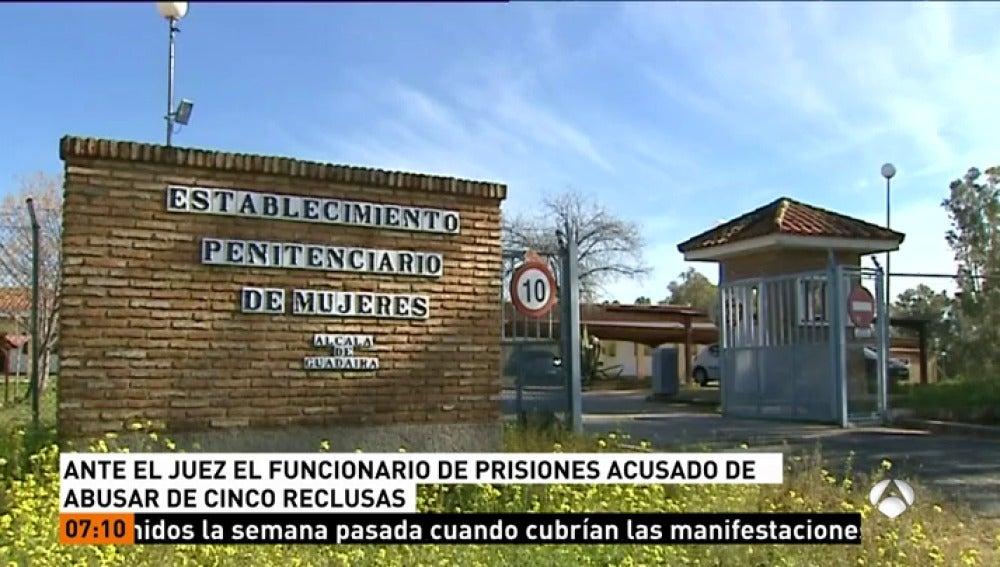Juzgan a un funcionario de prisiones acusado de vejar y abusar sexualmente de cinco reclusas en Alcalá de Guadaíra
