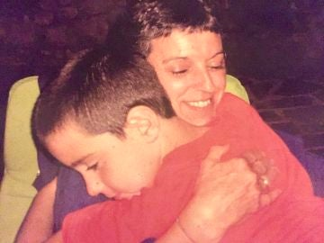 Jon Barcena y su madre