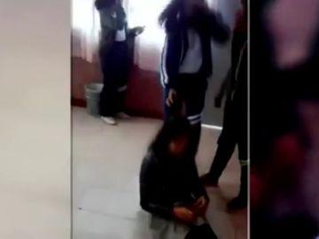 Graban y difunden una paliza a una compañera de colegio