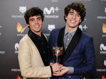 Javier Ambrossi y Javier Calvo con su Premio Feroz