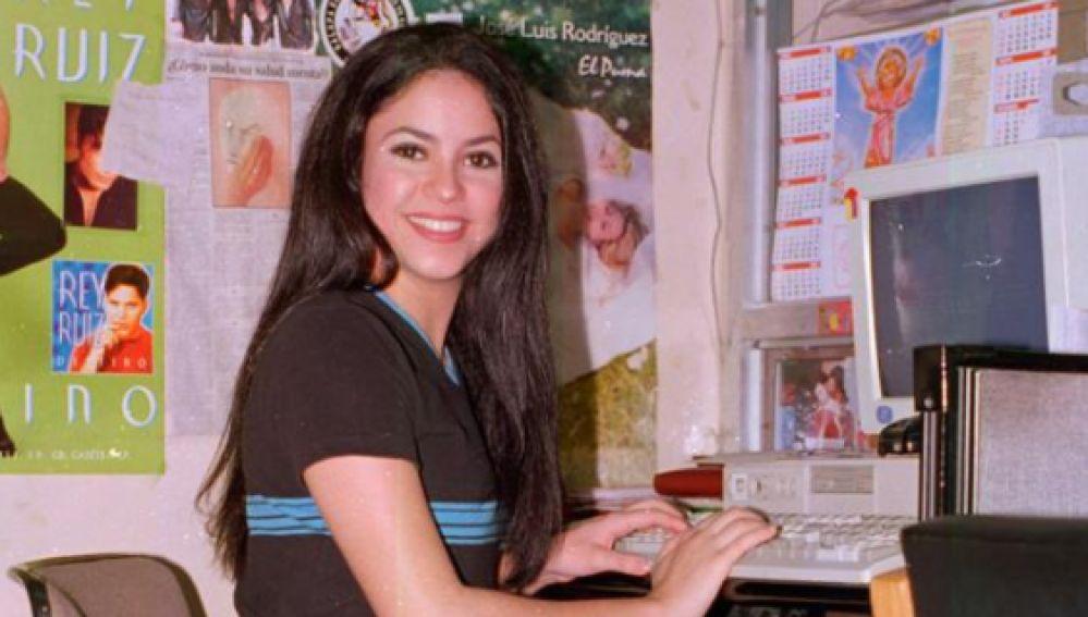 Shakira con 21 años