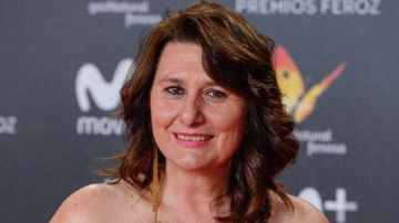 Los actores de 'El secreto de Puente Viejo' felicitan a Adelfa Calvo por su Premio Feroz