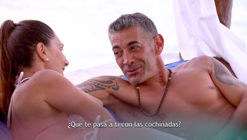 """Julián incomoda a María José: """"¿Ahora es cuando hacemos las guarradas?"""""""