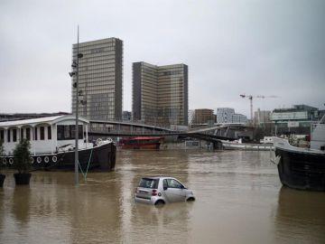 Vista de una zona inundada a orillas del río Sena en París