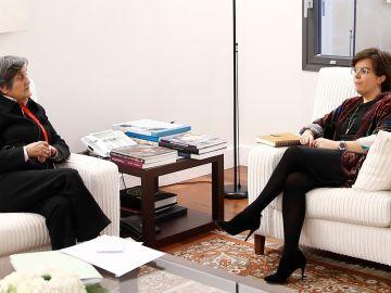 Soraya Sáenz de Santamaría con la presidenta de la Asociación Clara Campoamor, Blanca Estrella