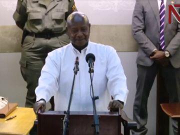 """El presidente de Uganda alaba a Donald Trump por hablar """"francamente"""""""