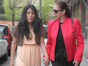Isabel Pantoja junto a su hija en una imagen de archivo