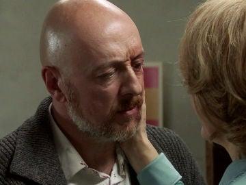 Matilde acude a visitar a Julián en un estado desolador