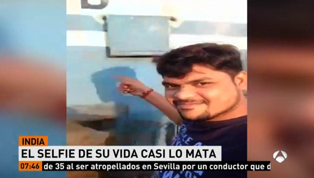 Un hombre sobrevive tras ser golpeado brutalmente por un tren mientras intentaba hacerse un selfie