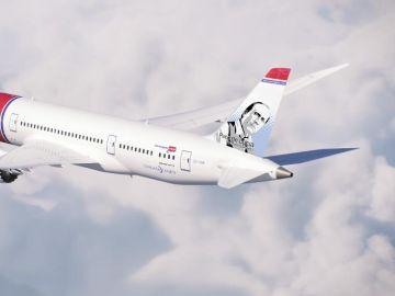 Avión de la aerolínea Norwegian con la imagen de Paco de Lucía