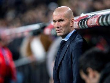 Zidane, en la banda del Santiago Bernabéu