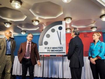 Científicos colocan el 'Reloj del Juicio Final' a dos minutos del apocalipsis
