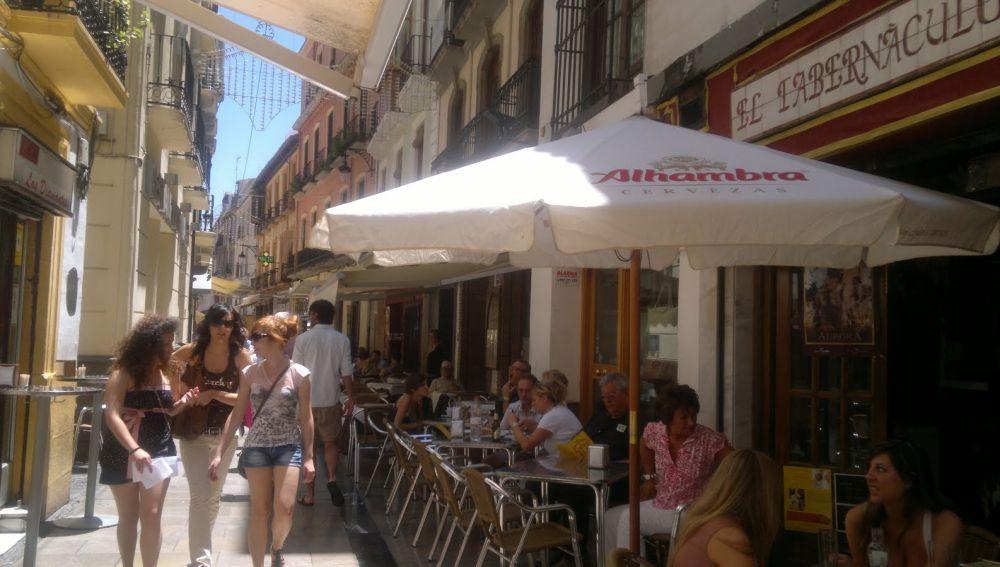 Tapear en Granada en la calle Navas, un placer.