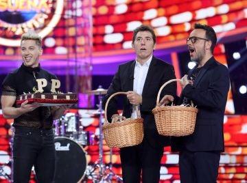 Àngel Llàcer y Manel Fuentes celebran su cumpleaños a lo grande en 'Tu cara me suena'